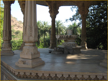 Cenotaphs at Sar Bagh